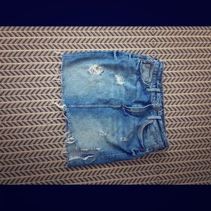 Destroyed hem jean skirt